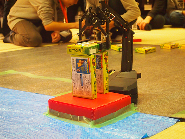 抜群の安定感を見せる安藤さんのロボット。見た目の完成度からして違う!