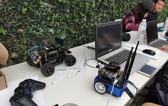 様々な形のロボットカー